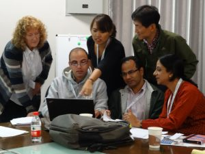 Dr. Gillian Petrokofsky, Biodiversity Institute Oxford, and trainees. Photo: Eva Schimpf, IUFRO-SPDC